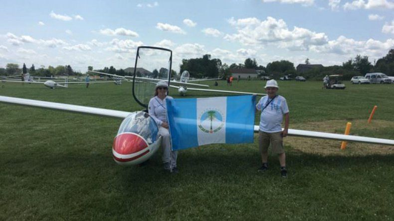 Neuquina vuela alto: le reconocen récord nacional de altura