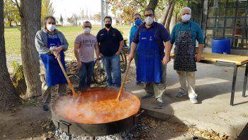 mano solidaria del azul para ayudar a comedores comunitarios