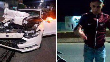 El impacto dejó el auto destruido. El cantante fue grabado instantes después.