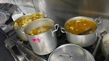 alto guiso, tortas fritas y pan: el sabado petro cocina para el pueblo