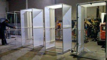 plottier construyo sus propias cabinas sanitizantes