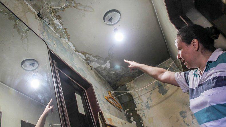 Se les inunda el departamento por una rotura que el vecino no arregla