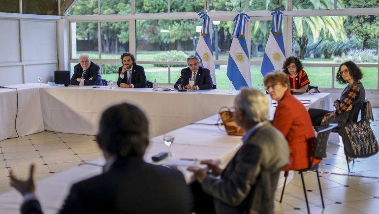 Fernández analizó con los expertos cómo sigue la cuarentena