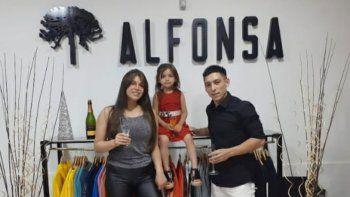 goleador de moda: vende ropa en familia para gambetear la crisis