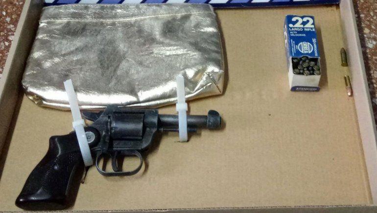 Por una pelea narco, dan con inhibidores de alarmas y armas