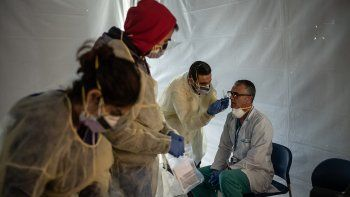 se registraron 552 casos y 15 muertes por coronavirus