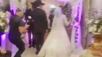 dos casamientos multitudinarios ponen en jaque la cuarentena en caba