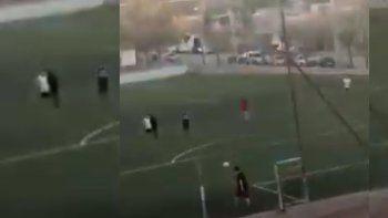 video: rompieron la cuarentena en el oeste neuquino para jugar al futbol