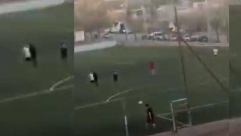 Video: rompieron la cuarentena en el oeste neuquino para jugar al fútbol