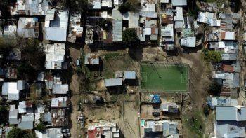 villa azul: investigan si el brote de casos fue por un picadito