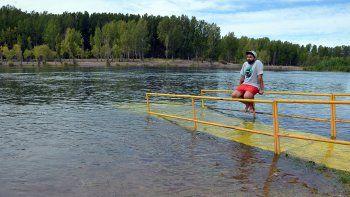 desde hoy, suben los caudales del rio limay