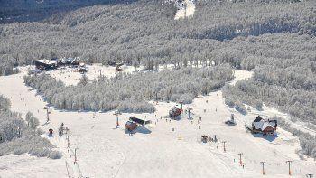 habilitan hoteles y deportes en centros de esqui neuquinos