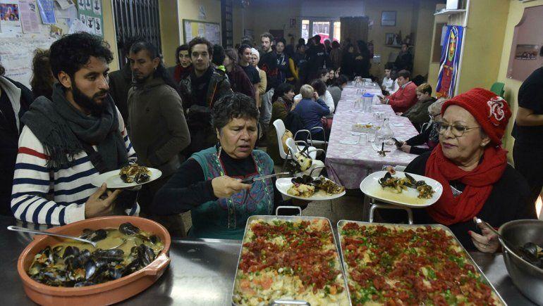 En España crecen las colas en los comedores sociales