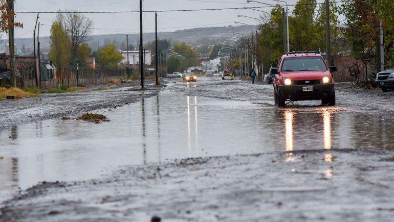 Asistieron a casi 40 familias por la lluvia en la ciudad