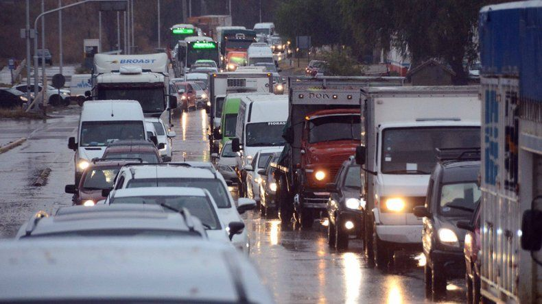 En los puentes bajó 50% la circulación de vehículos