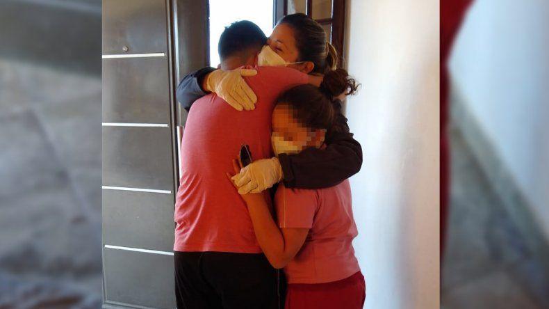 Pasaron 70 días y volvió a abrazar a sus hijos tras superar el coronavirus