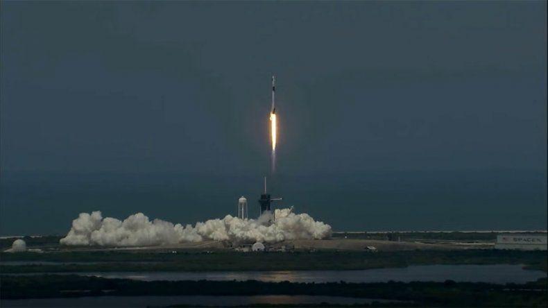 Con un exitoso lanzamiento comenzó una nueva carrera espacial