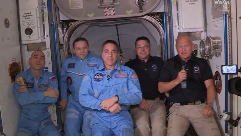 La tripulación de Crew Dragon llegó a la Estación Espacial Internacional