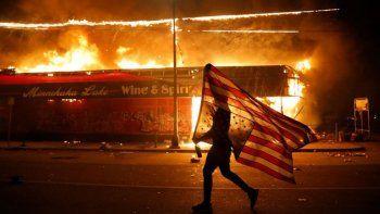 siguen las protestas en ee.uu. y hubo incidentes en la casa blanca