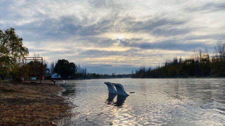 Alertan por la subida del caudal en el río Limay