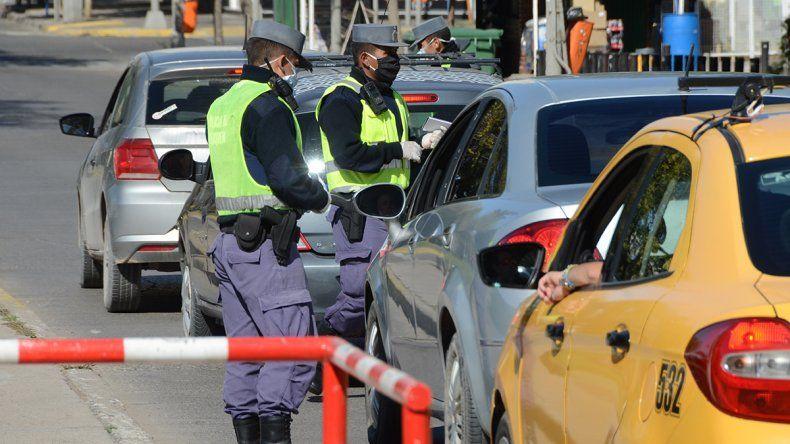 Provincia limita el acceso a la ciudad de Neuquén solo para trabajadores esenciales