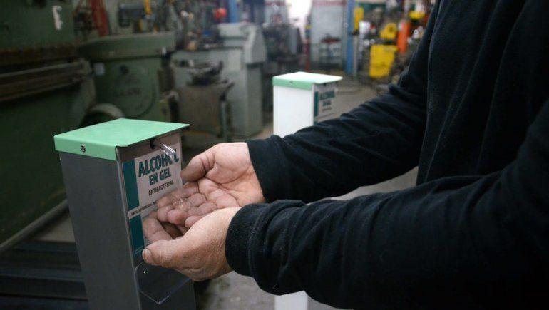 Innovación neuquina: el dispensador manos libres de alcohol en gel