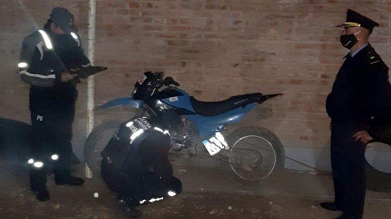 Con la ayuda de las redes, salen a recuperar motos