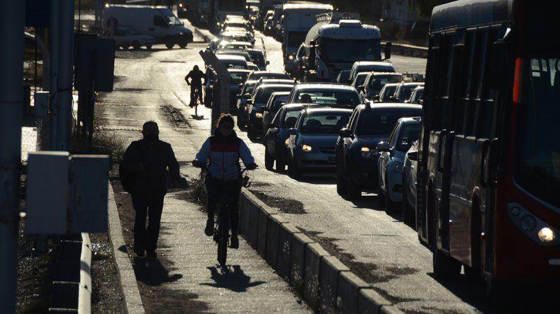 Un taxista cipoleño tardó lo mismo en cruzar el puente que en ir hasta Bariloche