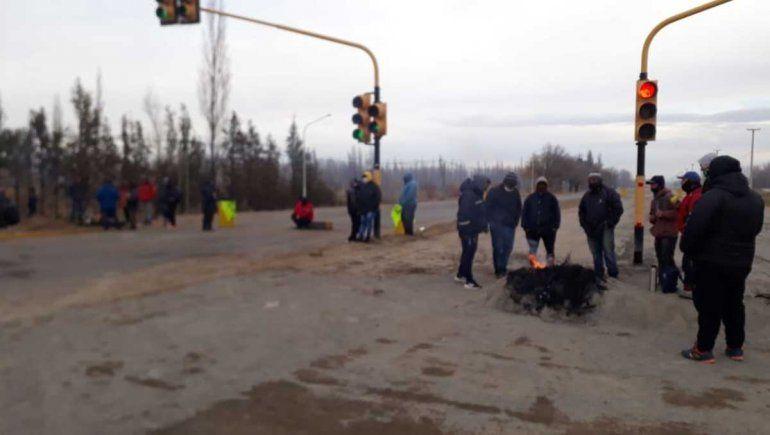 Desocupados de la Uocra cortaron la ruta 22 en Plottier