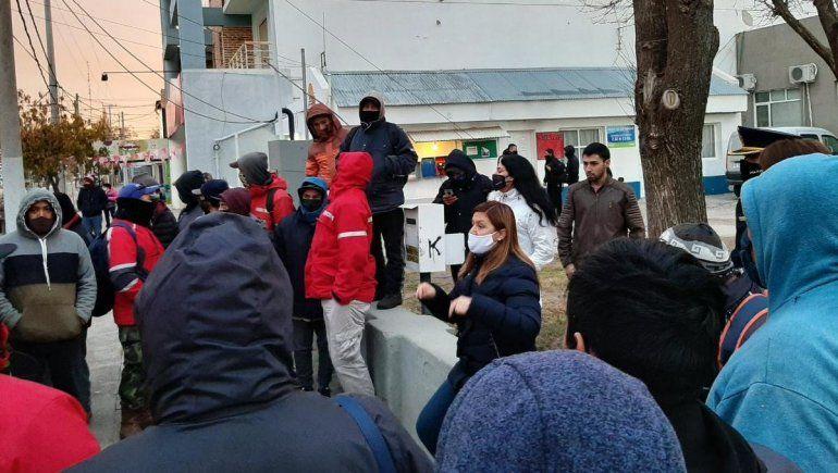 Plottier: desocupados reclamaron trabajo a la intendenta
