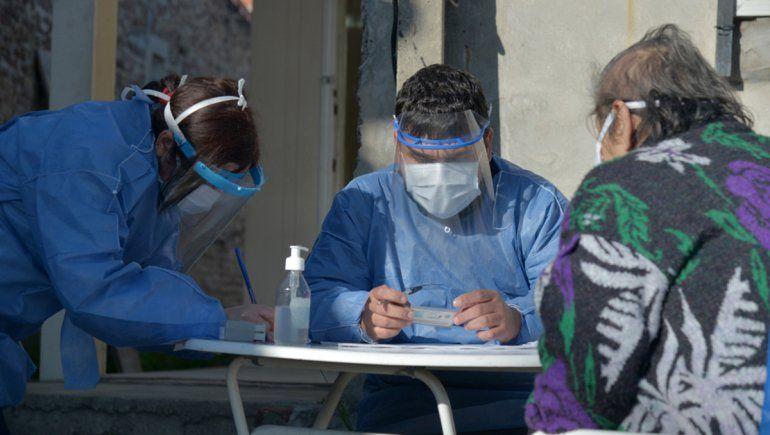 Récord de casos en el país: en las últimas 24 horas, se reportaron 1.958 contagios