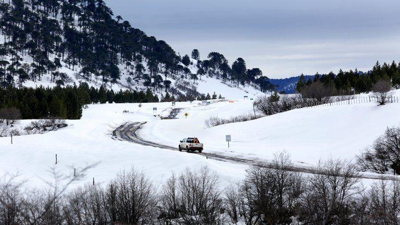 Seguridad Vial reforzó la prevención en rutas por temporal de lluvia y nieve