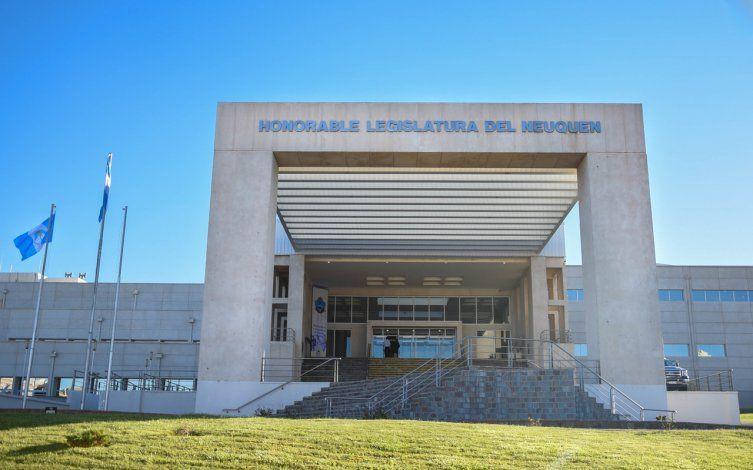 Un empleado de la Legislatura dio positivo de coronavirus