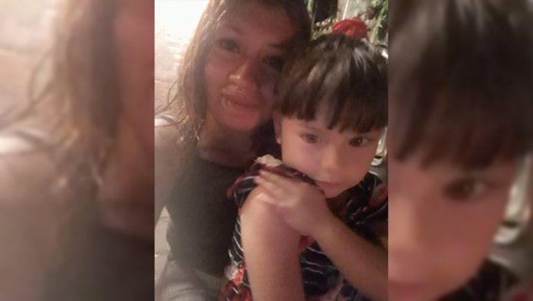 Gabriela y su hijita.