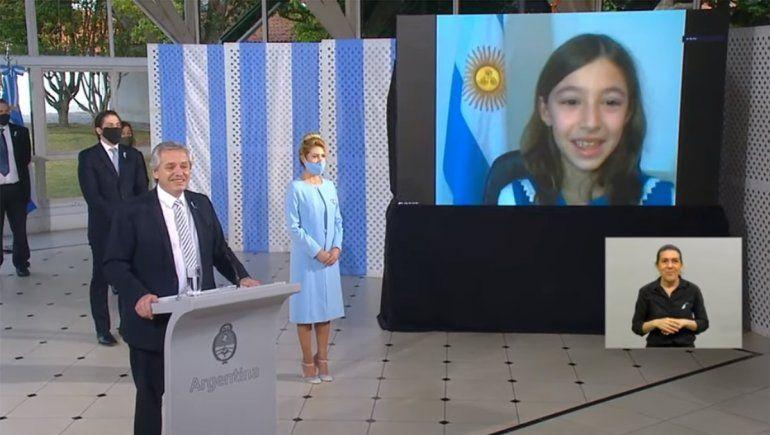 El Presidente le dedicó unas palabras a Celina en la promesa a la bandera