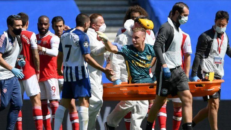 Escalofriante: el rival lo rompió todo y se fue en camilla increpándolo