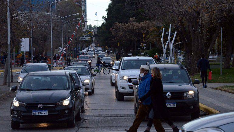 Más restricciones en Neuquén: desde el lunes se reduce la circulación hasta las 20