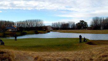 plottier: polemica por torneo de golf sin habilitacion