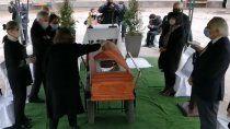 criticas a pinera por romper el protocolo de covid-19 para asistir a un funeral
