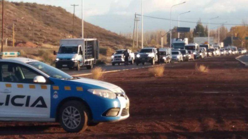 Multaron a una ambulancia por esquivar las filas de autos