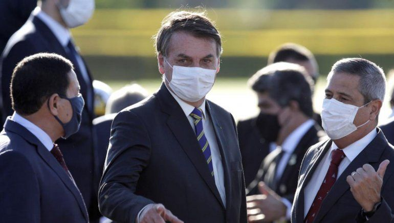 Un juez obligó a usar barbijo al presidente Bolsonaro