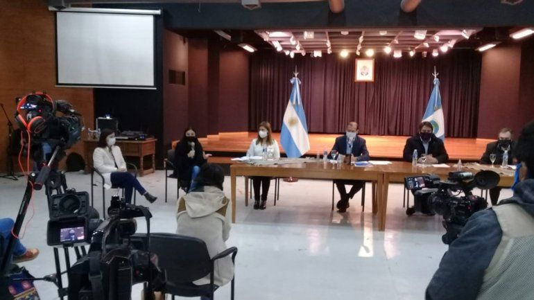 Gutiérrez, Gaido, Peve, Merlo y Bertoldi en la conferencia de prensa.