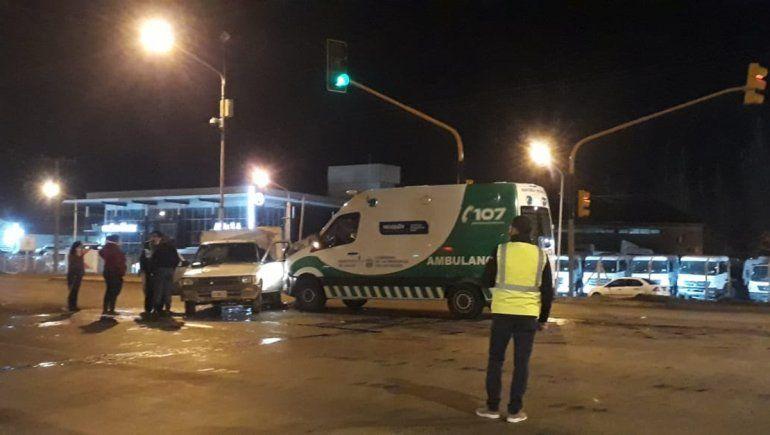 Ambulancia con un herido de otro choque, sufrió un accidente en Ruta 22