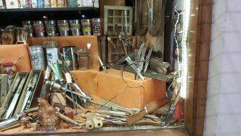 robo: rompen vidriera y se llevan 44 mil pesos en cuchillos