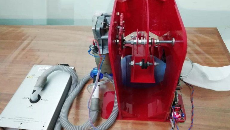 Modificaron un respirador manual y lo hicieron automático