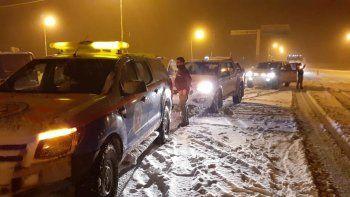 por intensas nevadas, cortan el transito en las rutas 40 y 237