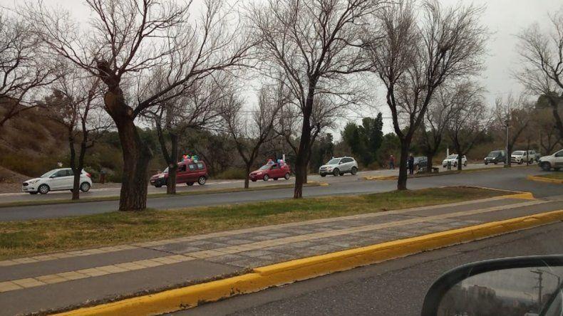 Jardines maternales: visibilizaron el reclamo con una caravana en el centro de Neuquén