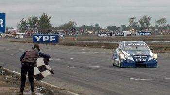 Un 29 de junio de 2008, Christian Ledesma cantó victoria en la presentación del TC2000 en el autódromo de Chaco.