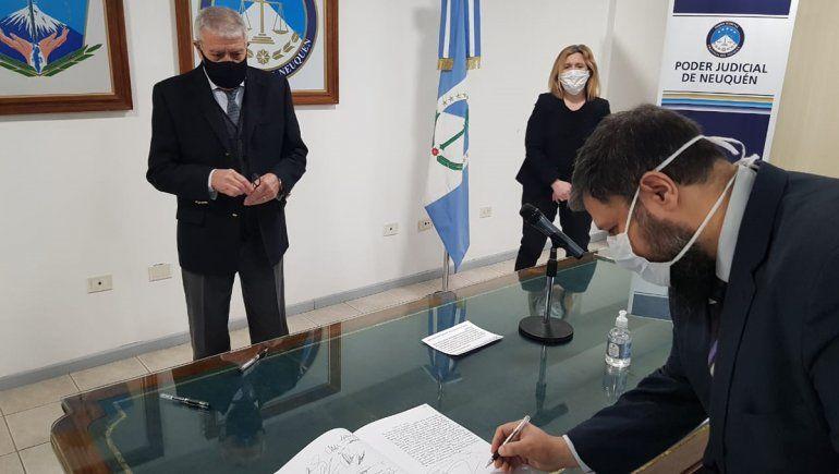 Juan Guaita juró como nuevo director de la Ofiju Neuquén