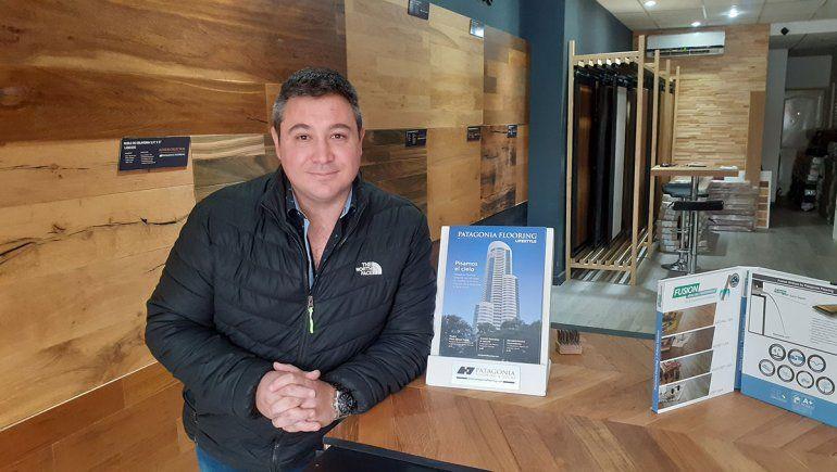 Cristian representante de la firma Patagonia Flooring